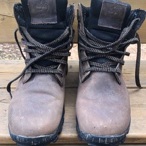 Vintage style men's Timberland boots size 9